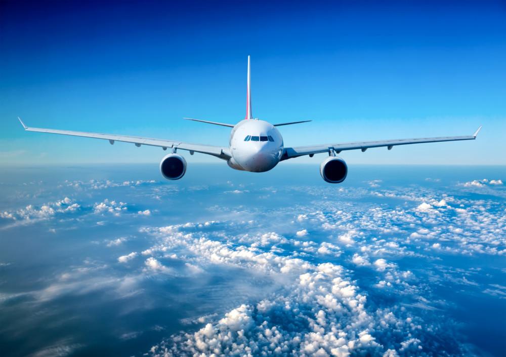 Lot z lotniska w Modlinie?  Sprawdź jak tam dojechać!
