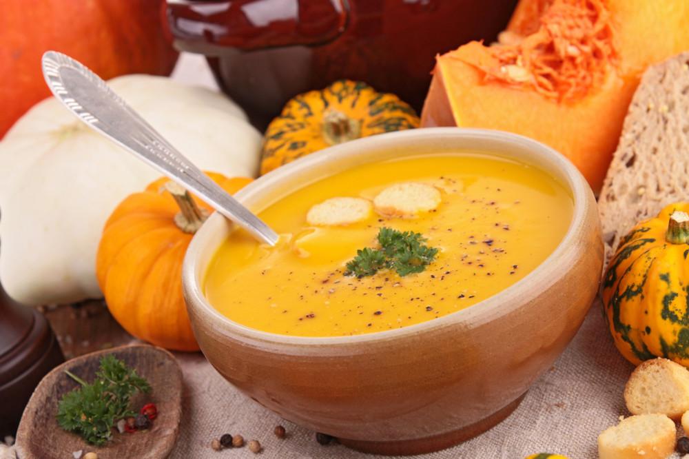 Pożywna i zdrowa  zupa z dyni i soczewicy