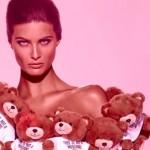 """Pluszowy miś  flakonem perfum w kampanii MOSCHINO """"Toy"""""""