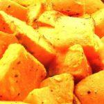 Pieczone bataty z rozmarynem i  sosem jogurtowo – czosnkowym