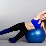 Trenując fitball wzmocnisz całe ciało i poprawisz kondycję ruchową