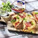 Omlet z pomidorami i serem hochland piato z pomidorami i bazylią