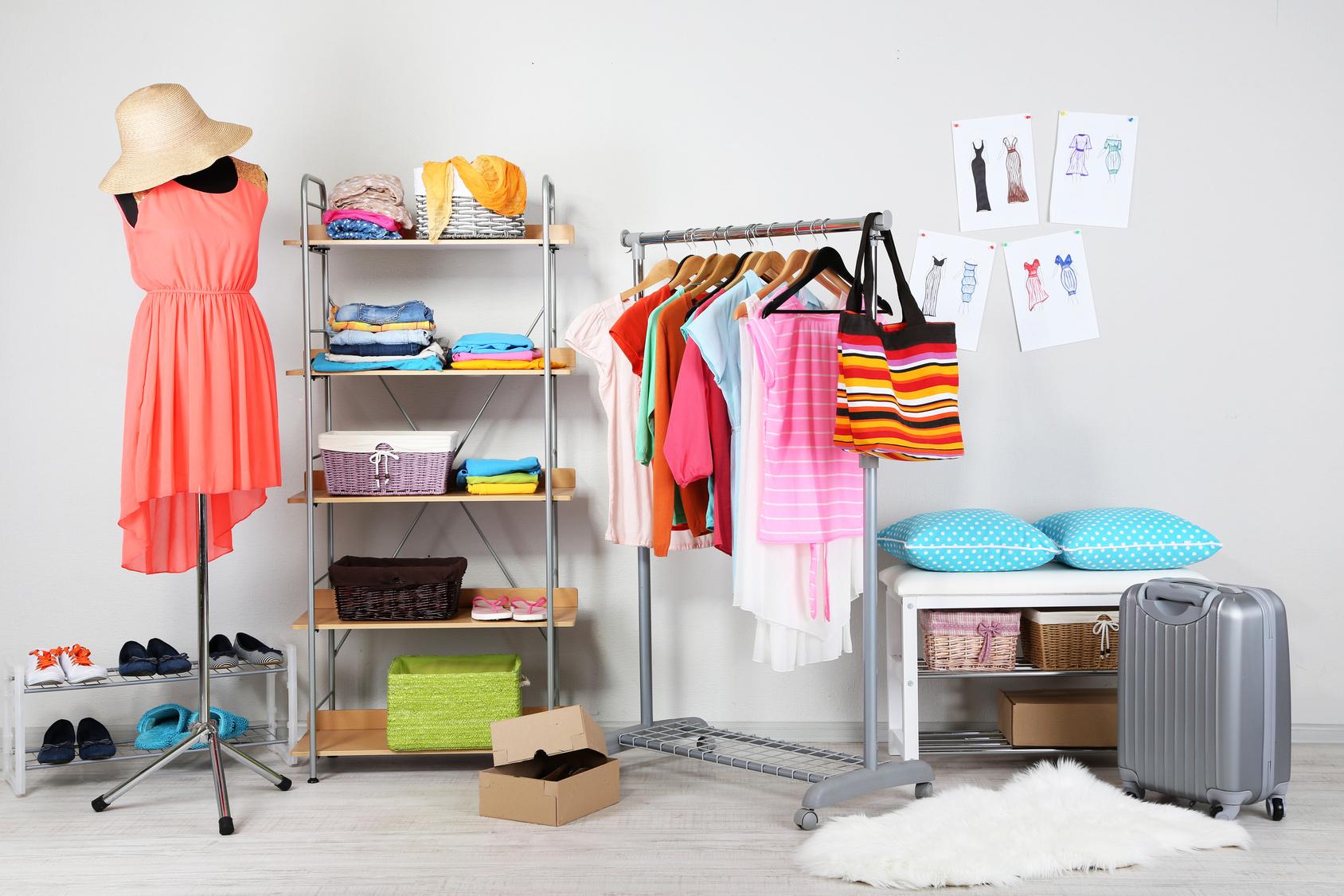 5 nietypowych i modnych trików na zaprezentowanie  garderoby w domu