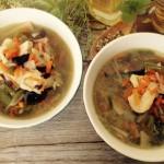 Pyszna zupa chińska z kurczakiem i makaronem