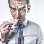 Jak walczyć z łakomstwem. Sprawdzone triki, które oduczą Cię niezdrowego  podjadania