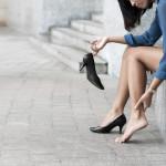 4 proste i skuteczne metody na rozchodzenie nowego obuwia. Zero odparzeń i bólu