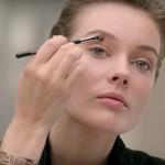 Makijaż Chanel: nude smoky eyes