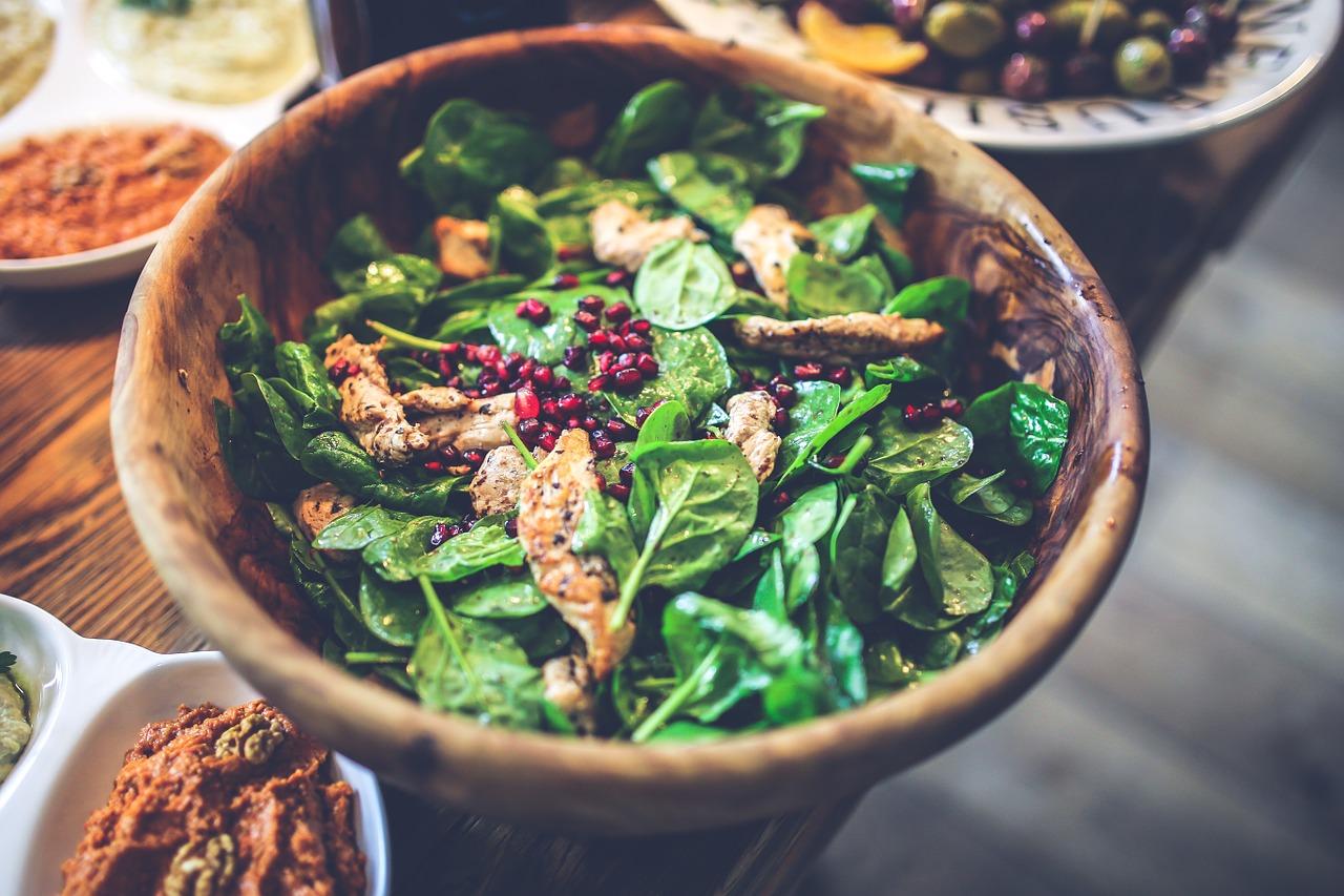 Popularne sosy sałatkowe, który jest najzdrowszy?