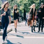 Street style inspiracje: jak nosić klasyki z lat '90 ?