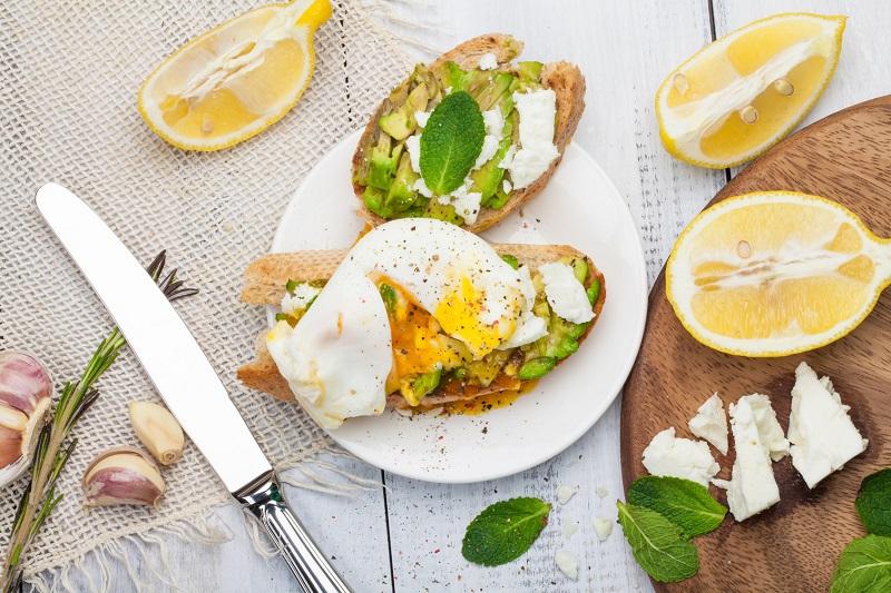 10 przepysznych pomysłów na tosty z awokado: Wy również ulegniecie zielonej obsesji