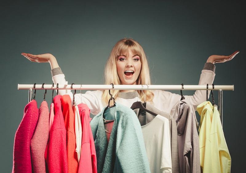 Capsule wardrobe: Jak zredukować swoją szafę do 37 bazowych elementów