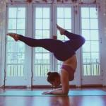 Mimo nadwagi jest instruktorką jogi i zachęca innych do aktywności fizycznej.  Ta kobieta inspiruje