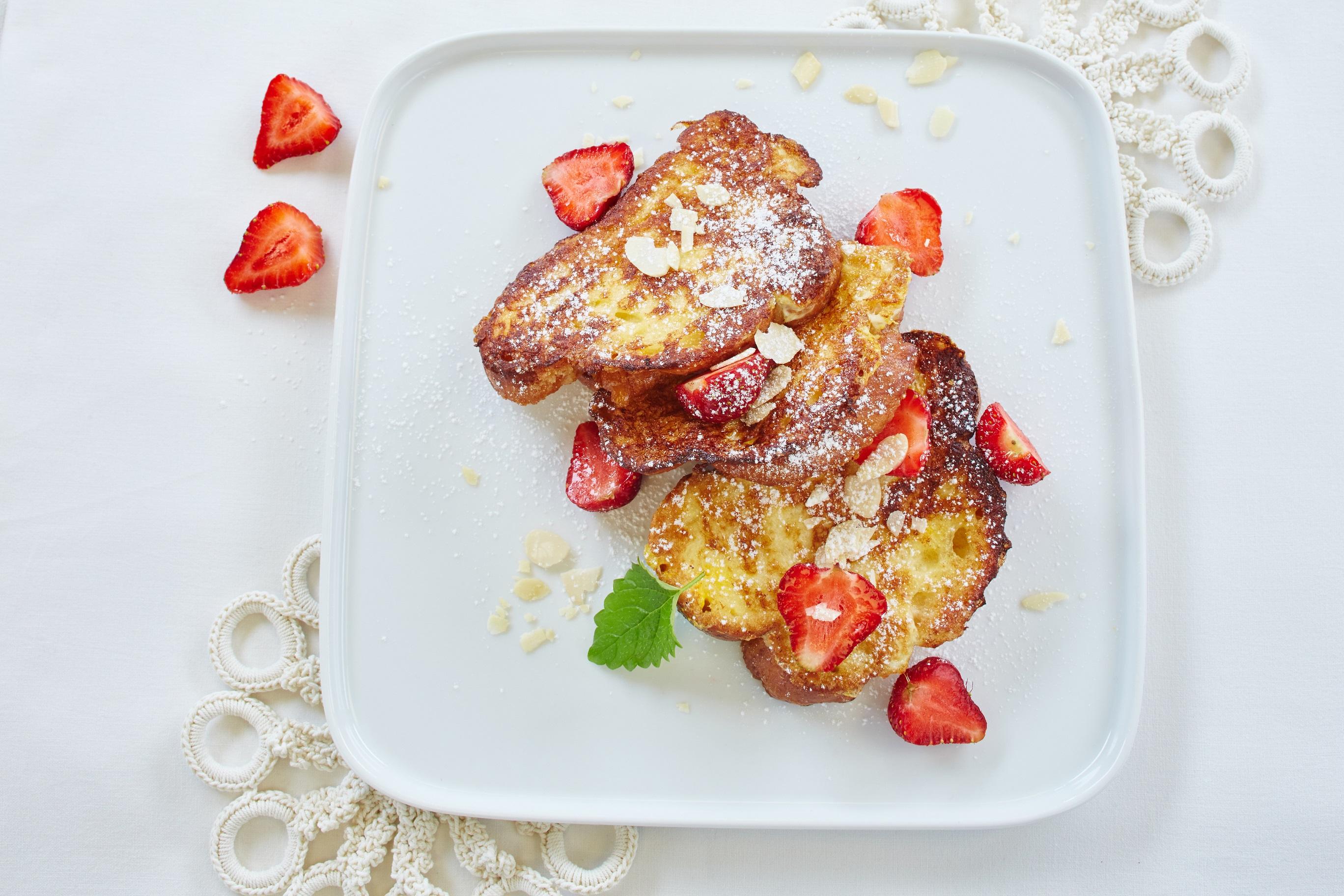 Miłosne śniadanie… czyli przepis na śniadaniową chałkę z truskawkami