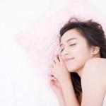 Dlaczego spanie na Lewej stronie jest dla nas najlepsze? Korzyści zdrowotne Cię zaskoczą