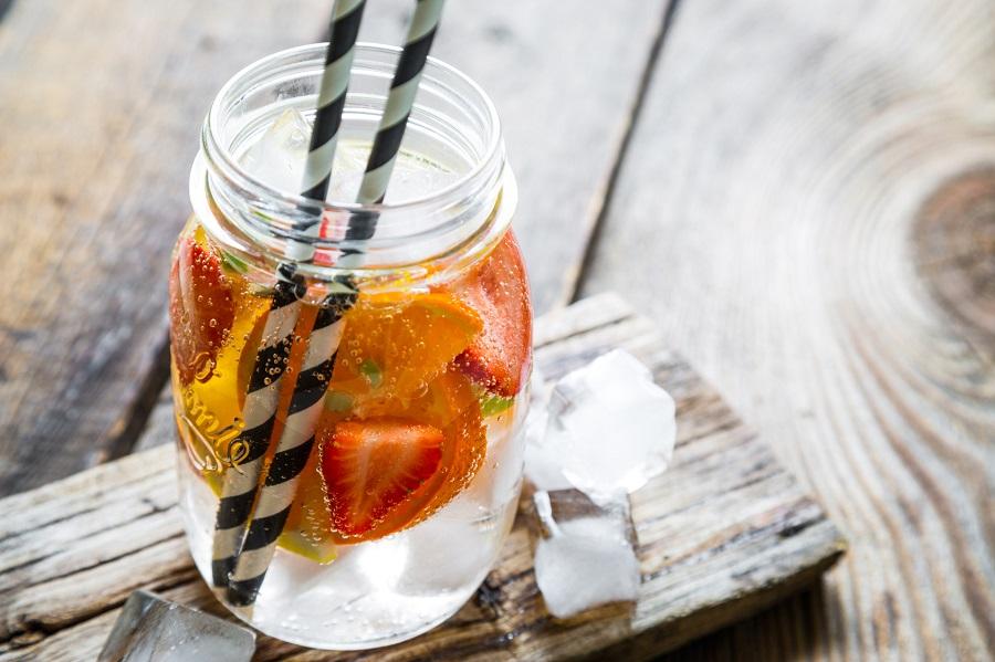 Zdrowe bąbelki: picie wody nie musi być nudne