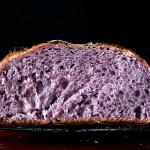 Nadchodzi zdrowszy rodzaj pieczywa. Fioletowy chleb to nowy superfood?