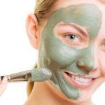 Naturalne piękno: Uzdrawiająca maseczka z zielonej glinki i miodu oczyści skórę z toksycznych substancji