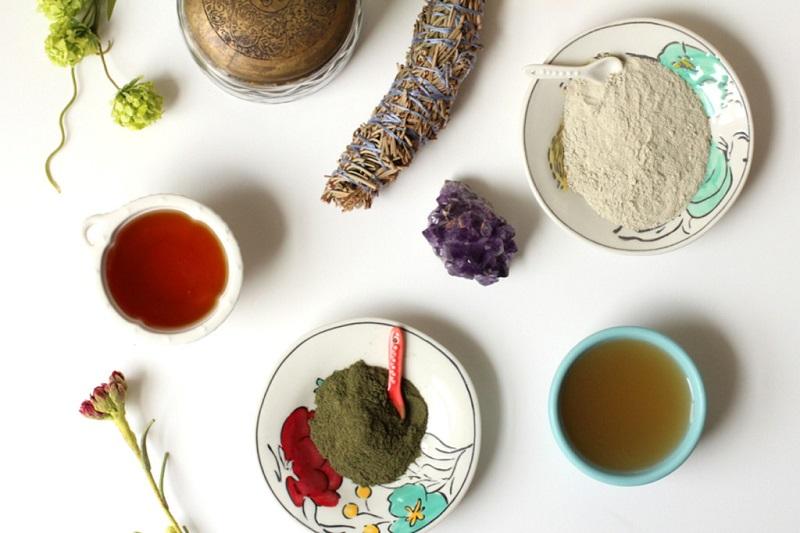 Naturalne piękno Uzdrawiajaca maseczka z zielonej glinki i miodu oczysci skore z toksycznych substancji1