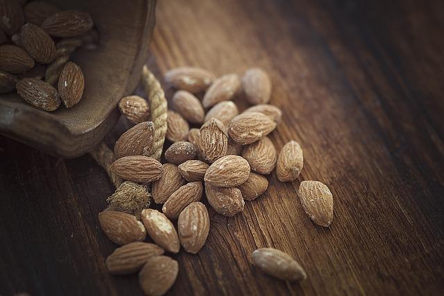 almonds-1266908_640
