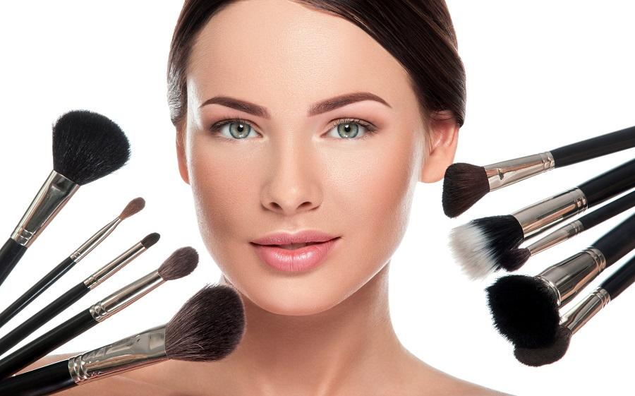 5 podstawowych pędzli dla osób rozpoczynających  przygodę z makijażem?