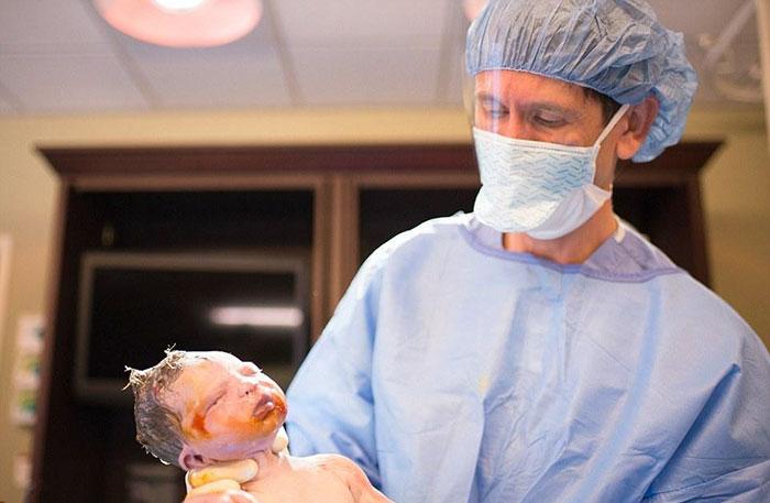 Ta kobieta sama sfotografowała swoj porod. Takiej sesji z narodzin jeszcze nie widzieliscie10