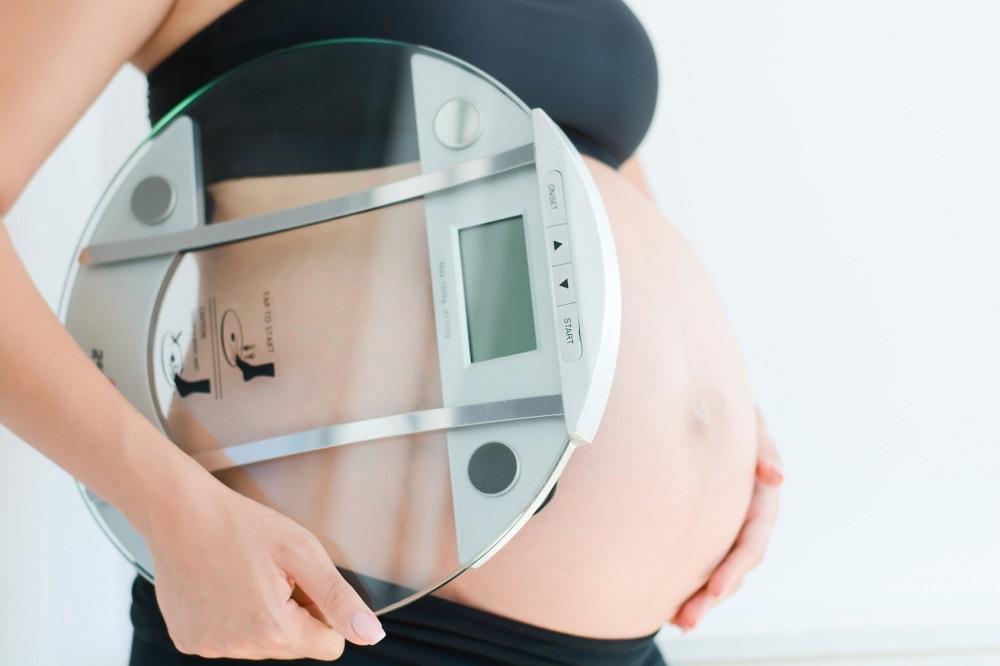 Macierzyństwo odchudza? Poród, karmienie piersią, codzienne obowiązki – zobacz, ile kalorii spalasz
