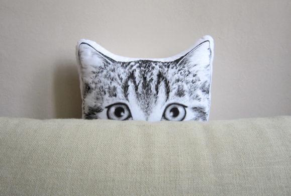 Tworzy niezwykłe poduszki w kształcie zwierząt dla ludzi, którzy kochają naturę, sny i baśnie