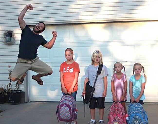Dzieci wracaja do szkoły_ Rodzicie swiętuja7
