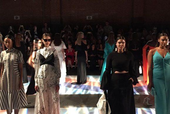 Nowy Projektant zaskakuje na Tygodniu Mody w Nowym Jorku: pokazał kolekcję  w rozmiarze od 34 po 42. Jego modelki to prawdziwe kobiety