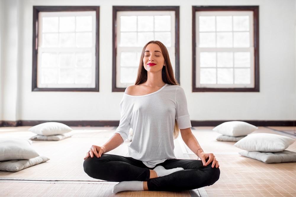 Przewodnik po medytacji dla początkujących: zredukuj stres i popraw zdrowie  za pomocą tych prostych kroków