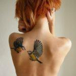 15 wzorów na tatuaże z PTAKAMI: znaczenie i symbolika