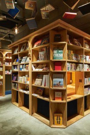 hotel niczym ksiegarnia -Book And Bed Kyoto 1