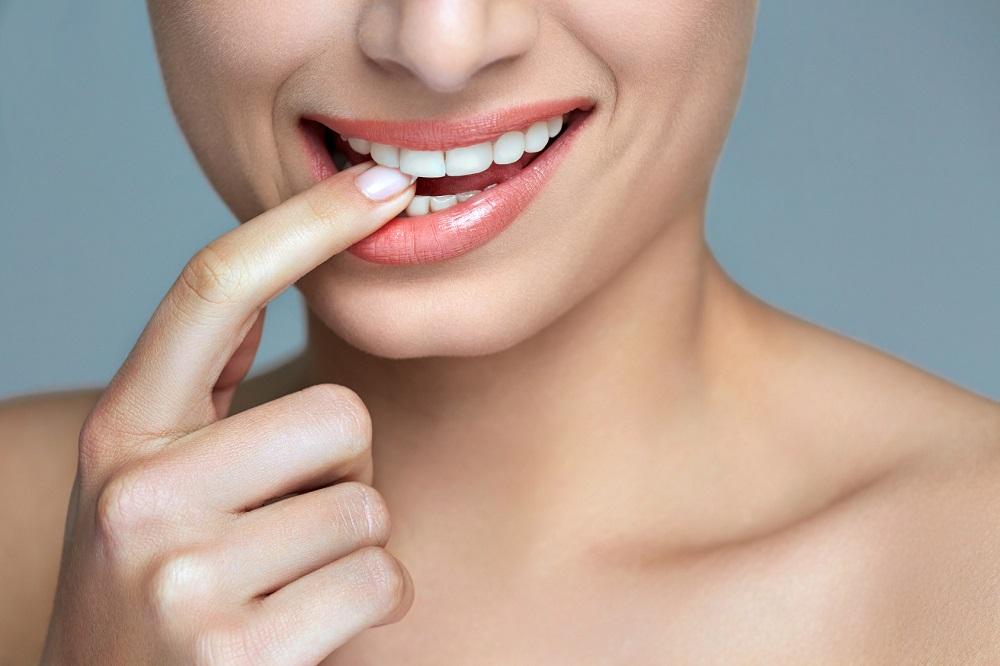W taki sposób szkodzisz swoim zębom: 9 błędów, które popełnia niemalże każdy