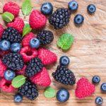 Wakacyjne owoce i ich cudowne właściwości. Dlaczego warto jest owoce sezonowe?