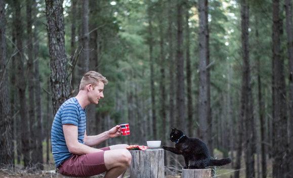 Rzucił wszystko i udał się w podróż życia z kotem